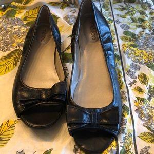 me Too Black Leather Peep Toe Flats